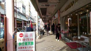 大口商店街の日本堂でパンを買う。3