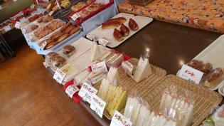 大口商店街の日本堂でパンを買う。5