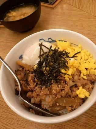 松屋親子そぼろ丼(並)3