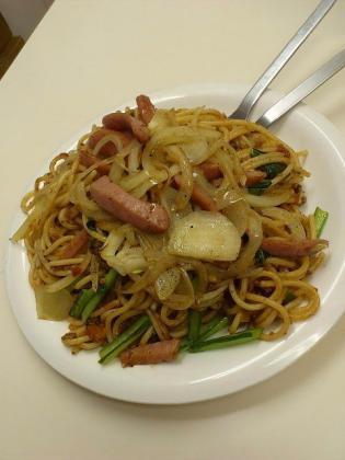 南林間の炒めスパゲッティの店マルスでボロネーゼにトッピングでウィンナー&オニオン炒め4