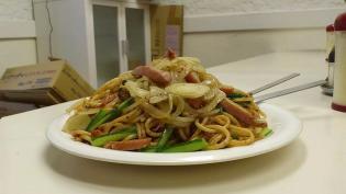 南林間の炒めスパゲッティの店マルスでボロネーゼにトッピングでウィンナー&オニオン炒め5