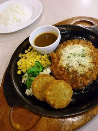 ガスト横浜平沼店でストロベリーパフェ、ピリ辛煮込みのメキシカンチリハンバーグ3