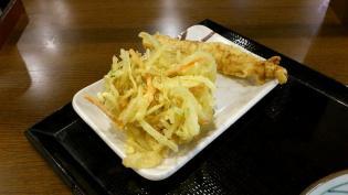 丸亀製麺大和でぶっかけうどん(冷)と野菜かき揚げ、かしわ天3