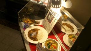 新宿中村屋オリーブハウス横浜ランドマークプラザ店、新宿中村屋伝統のインドカリー、苺カスタードパフェ1