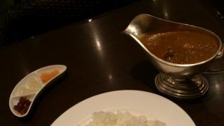 新宿中村屋オリーブハウス横浜ランドマークプラザ店、新宿中村屋伝統のインドカリー、苺カスタードパフェ4
