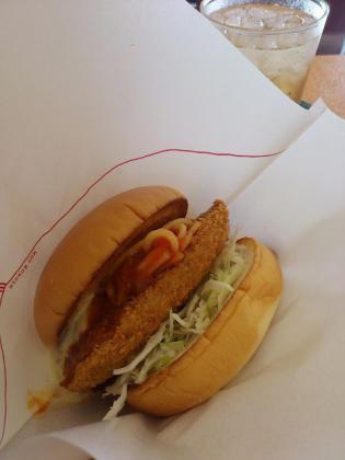 モスバーガーにて期間限定スパカツバーガー豚ヒレ肉使用とイタリアンチキン(トマト風味)とジンジャエール(S)2