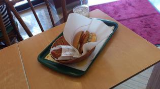 モスバーガーにて期間限定スパカツバーガー豚ヒレ肉使用とイタリアンチキン(トマト風味)とジンジャエール(S)3