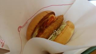 モスバーガーにて期間限定スパカツバーガー豚ヒレ肉使用とイタリアンチキン(トマト風味)とジンジャエール(S)5