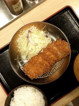 2012.12松乃家とんかつ定食と豚汁3