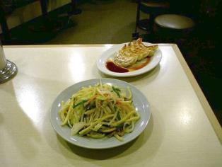 龍味ヤキソバと餃子4