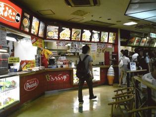 ダイエー横浜西口店フードコート内、まるたこ本舗でオムそば。1