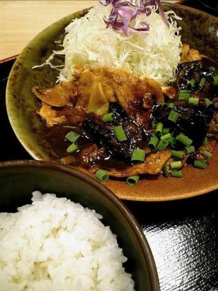 和定食の店松乃家天王町店でロース茄子味噌炒め定食590円。2
