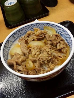 吉野家大和駅前店で牛丼並つゆだく2