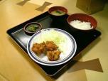伊勢佐木モールの名代富士そばで唐揚げ定食小