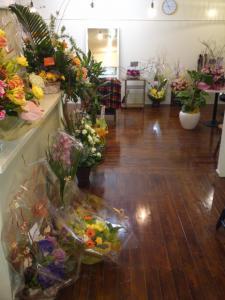 たくさんのお花やお祝い