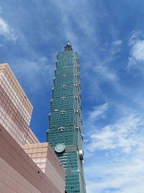 台北のランドマーク101タワーそばが会場REVdownsize