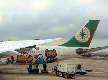松山空港で見たラッピング機のキャラは何だろうREVdownsize