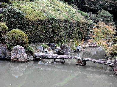 石の橋が庭のアクセントREVdownsize