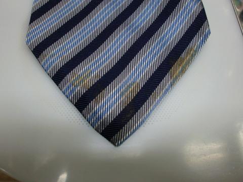 ネクタイのシミ20120622前2