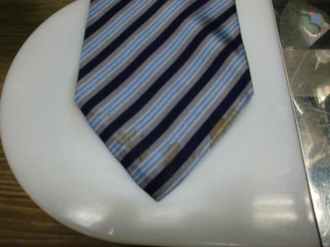 ネクタイのシミ20120622前1