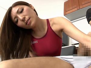 椎名ゆな巨乳美人妻の競泳水着手コキが抜ける!!