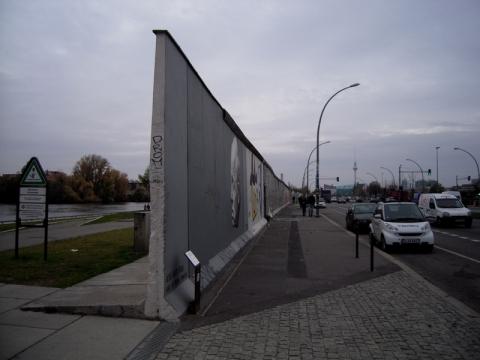 ベルリンの壁崩壊から25年