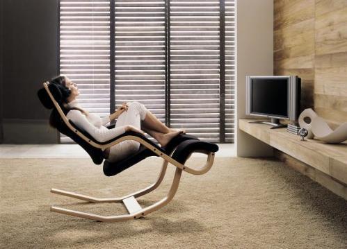宙に浮いた気分になれる椅子「グラビティ・バランス」
