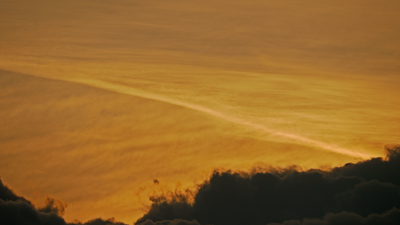 茜色の飛行機雲