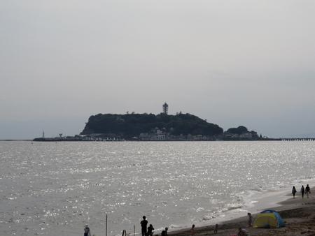 七里ヶ浜から見た江の島