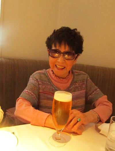 母とビール