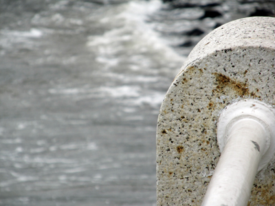 波を見つめて