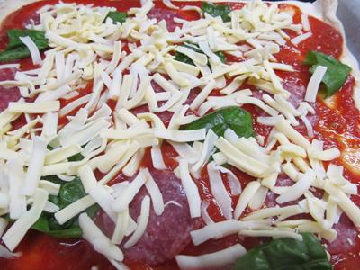 焼く前のピザ
