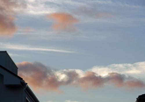紐のような雲