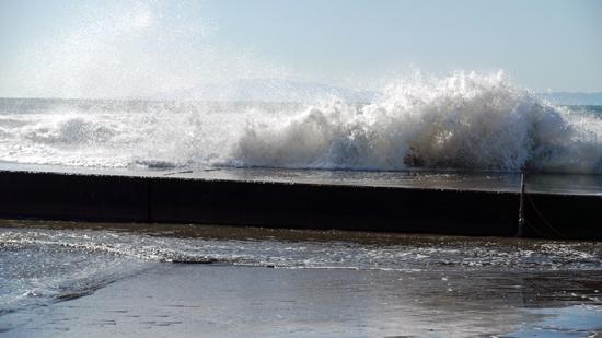 鵠沼海岸の波