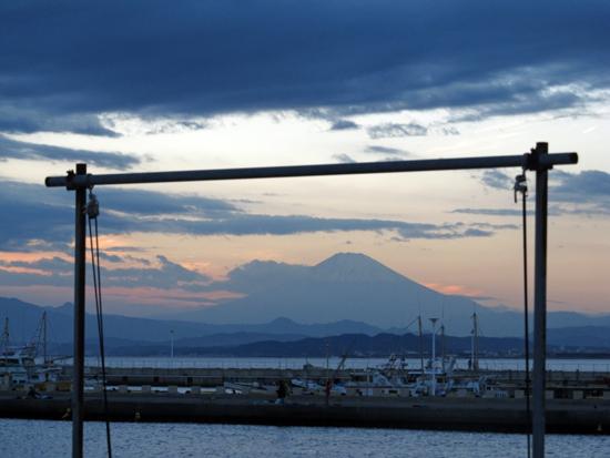 富士山に雲がかかる