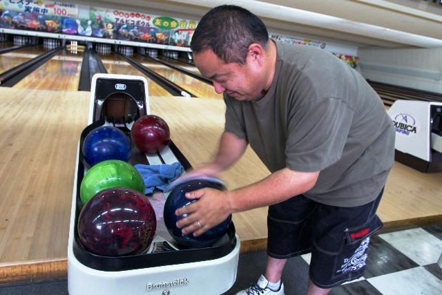 ボールを磨くボールさん。