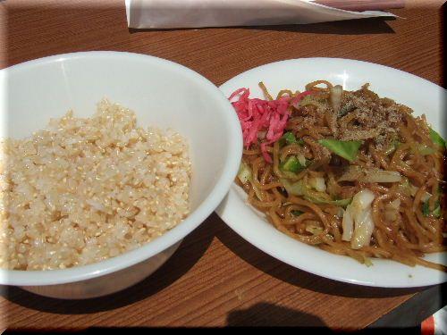 炊きたて玄米と富士宮焼きそば♪