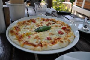 庭カフェピザ