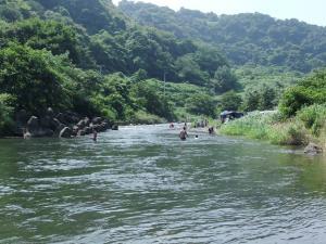 中津川で川遊び