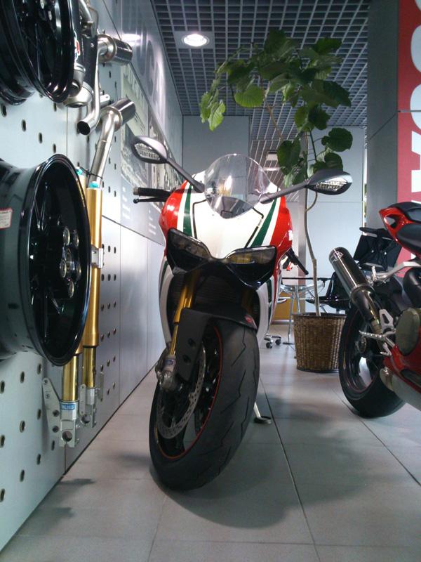 20121003003superbike1199panigale.jpg