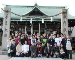 101205kuwai-staff.jpg