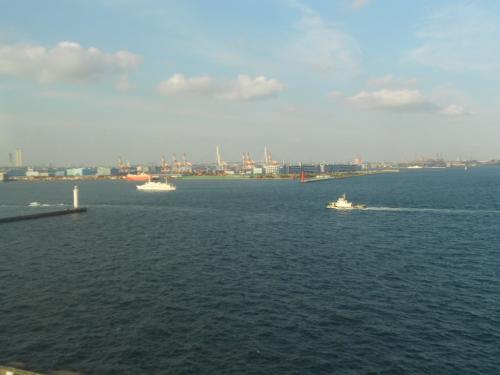 ?横浜港入口