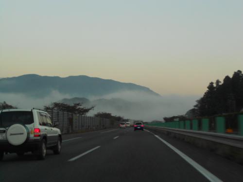 ③国見付近の霧