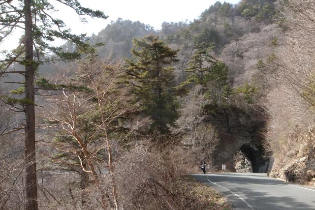 石トンネル