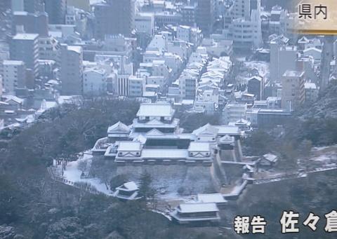 松山城雪化粧