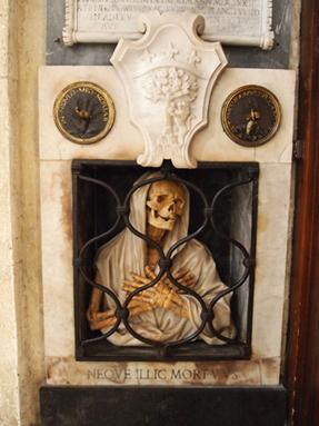 骸骨の彫刻