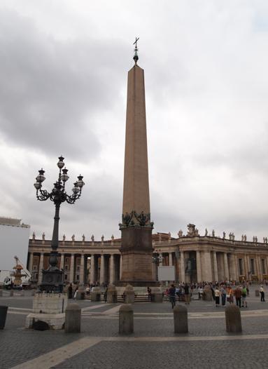 サン・ピエトロ広場のオベリスク