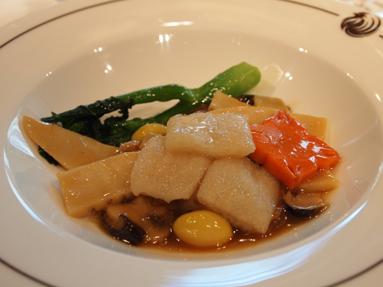 キヌガサ茸あんかけ 色々キノコ入り精進野菜のオイスターソース煮込み