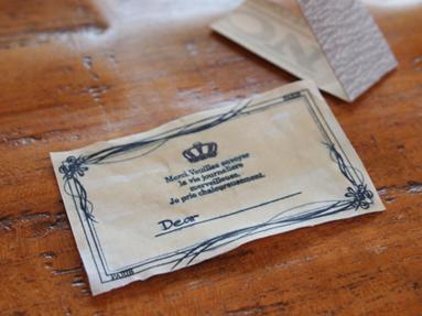 フチを紙ヤスリでコシコシ。