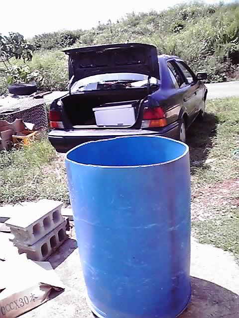 青いドラム缶
